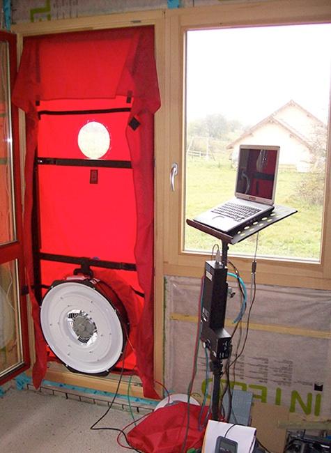 Les résultats des tests d'étanchéité des maisons bois Bole Richard sont bien supérieurs aux exigences BBC